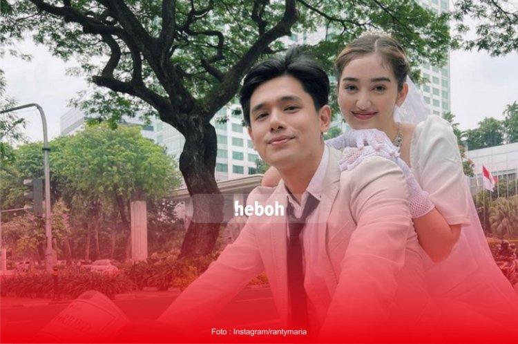 Rayn Wijaya dan Ranty Maria Terlihat Memakai Baju Pengantin, Prewedding?
