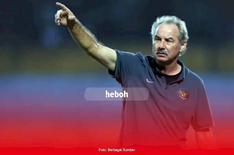 Mengenang Alfred Riedl. Inilah Prestasi Sepak Bola Indonesia di Tangan Sang Pelatih